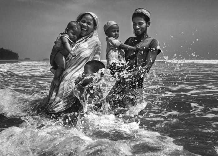 8.	Family at the beach © Saiful Huq Omi